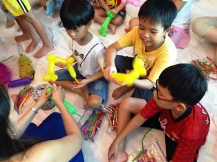 Balloon sculpting workshop